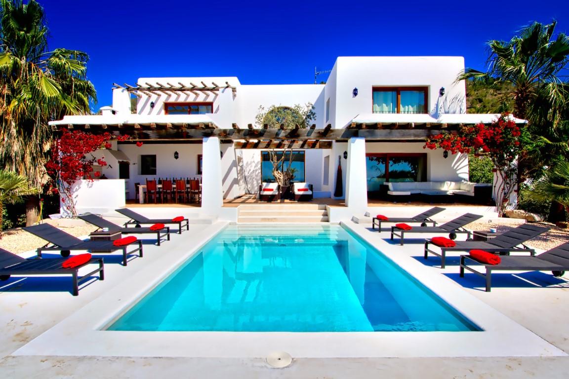 Villa Cisne. Villa de 6 habitaciones en Ibiza en alquiler